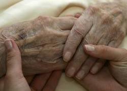 Normal_bejaard_dementie_oud_handen_zorg_euthanasie_