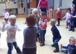 Normal_kinderopvang_kinderen_dansen__still_