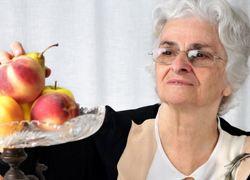 Normal_copyright_stockfreeimages_oudere_bejaarde_gezond_appel